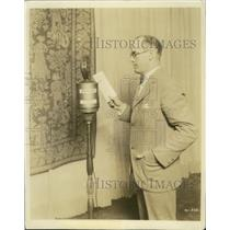 1924 Press Photo Studio Director Fred Smith uses new microphone - ney31157