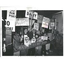 1992 Press Photo Airport Protestors Demonstrate