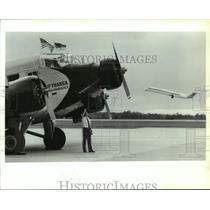 1990 Press Photo Captain Gerd Shanski Checks Over Historic JU-52 Lufthansa Plane