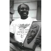 1994 Press Photo Mike Kelley brings roasted corn to African World Festival