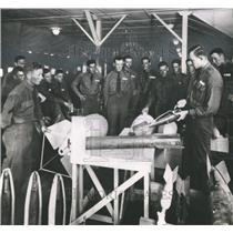 Press Photo Instructor training on Aerial Bombs at Kelly Field - sba22050