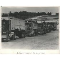 1989 Press Photo Alabama-Emelle trucks line up to dump their Chemical waste.