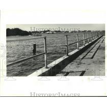 1995 Press Photo Fishing Pier at Lincoln Beach, New Orleans, Louisiana