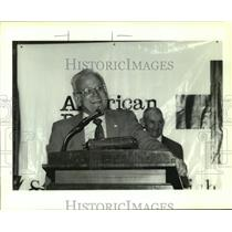 1993 Press Photo Dr. Ralph Dautervive speaking at the Red Cross Banquet