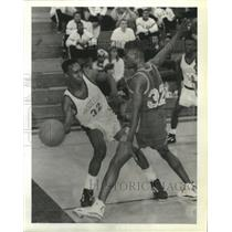 Press Photo Basketball Action with Mandeville High School Boys - nos05035