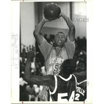 1991 Press Photo Basketball - St. Augustine's Marco Borne Over Mandeville Player