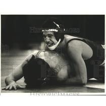 1985 Press Photo Carlos Bertot, Jesuit High School Wrestler at Match - nos05219