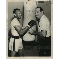 1967 Press Photo World Welterweight Champion Curtis Cokes, Promoter Lou Messina