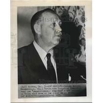 1953 Press Photo Carlos Watson of Brownsville say GOP primary required in Texas
