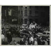 1940 Press Photo Clowning Legionnaires Hold Up Boston Traffic - nem49088