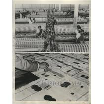1957 Press Photo Women workers in cotton mill Coimbatore, Southern India