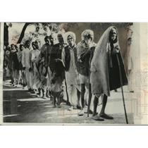 1957 Press Photo Indian men waiting in polling line, Sikri, India - mjb83823