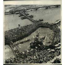 1950 Press Photo Aerial view of thousands of Hindus- India - mjb84346