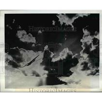 1943 Press Photo Glider swoops down in training flight in Western Texas