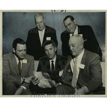 1960 Press Photo Hammond & New Orleans Aviation Officials Study Airport Diagram