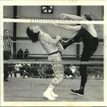 1995 Press Photo Big Van Wright at Deep South Wrestling Federation Match