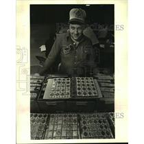 "1986 Press Photo Peter Marx of Metairie with extra doubloons he ""swaps."""