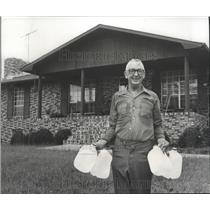 1978 Press Photo Leon Poe in front of his country home in Argo, Alabama