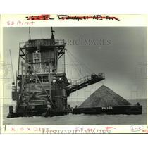 "1989 Press Photo The dredge boat ""Maurepas"" works in Lake Ponchartrain."