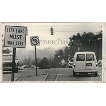 1989 Press Photo traffic signs along Montgomery Highway in homewood, Alabama