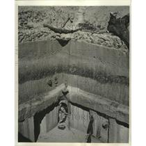 1950 Press Photo Underground apartments in preparation for atomic bombs Africa