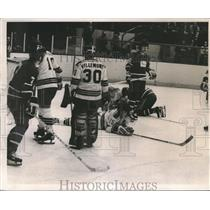 1974 Press Photo An intense game between Hockey Rangers and Vancouver