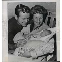 1957 Press Photo Jackie Cooper, Wife Barbara, Daughter Julie Leaving Hospital