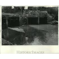 1970 Press Photo Storm sewers pour polluted water into Lincoln Creek, Milwaukee