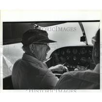 1981 Press Photo Aviator Glenn Messer flies plane - abna16480