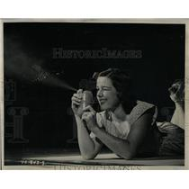 1945 Press Photo Erma Beal Bug Bomb aerosol war pretty - RRW60245
