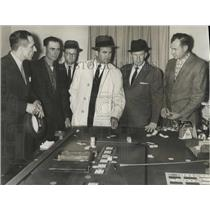 1961 Press Photo Governor Patterson, other officials at gaming machine, Alabama