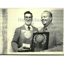 1972 Press Photo Jim Murray, of LA Times, Ray Scott of CBS receive sports award.