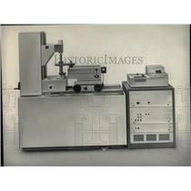 1969 Press Photo Gear Wheel Tester - RRW70949