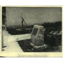 1933 Press Photo Monument for kindergarten idea in education, Wisconsin