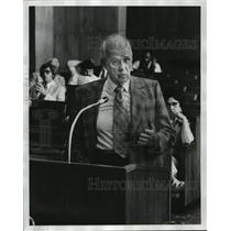 1977 Press Photo Pilot Glenn Messer briefs Birmingham City Council on progress