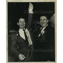1956 Press Photo William S Coci wins with arm raised by Mollere - nob04750