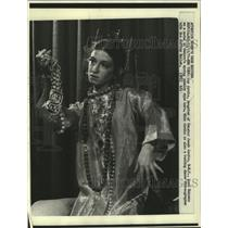 1971 Press Photo Joy Javits, daughter of Senator Jacob Javits, models jewelry