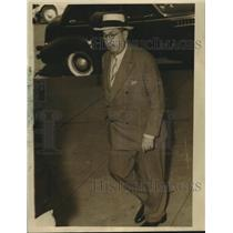 1940 Press Photo Jules Fisher walking on the street. - nob08879