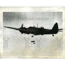 1941 Press Photo British Bomber plane drops cargo over Vichy area in Syria