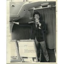 1975 Press Photo Steve English, Flight Attendant - noo14892