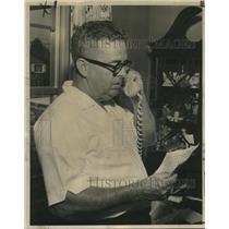 1964 Press Photo John Flynn reads telegram about son shot down in Vietnam