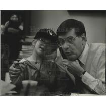 1993 Press Photo Bud Selig with granddaughter Alyssa Markenson - mjb97083