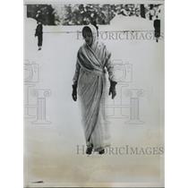 1935 Press Photo Princess Gaekwar of Baroda enjoys skating in native costume