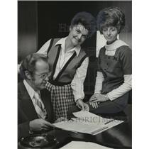 1973 Press Photo Mrs. Mell Duggan, Mrs. A. Charles Money and R. Floyd Yarbrough