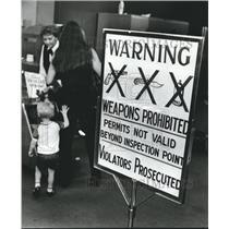 1980 Press Photo Birmingham Municipal Airport Security Guard Checks Bags