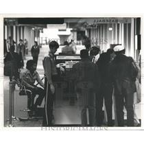 1987 Press Photo Airport Passengers going through Security at Birmingham Airport
