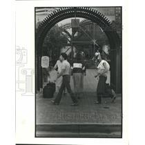 1985 Press Photo Busy sidewalk in Corpus Christi, Texas - hca16793
