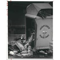 1980 Press Photo Garbage on Houston Street Outside of Container. - hca19527