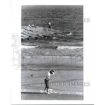 1991 Press Photo People along beach in Galveston, Texas - hca19682