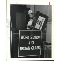 1989 Press Photo Ron Frey unloads recyclable glass into Work Station.